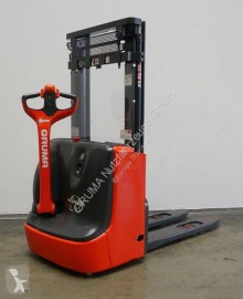 Linde L 10/1172 stacker used