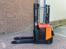 Stacker BT SPE 125 usado