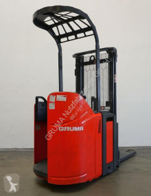 Stacker com conductor de pé Linde D 12 SP/133