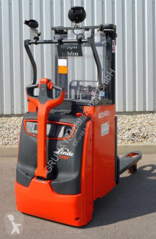 Linde stacker D 10/1163