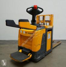 Apilador Jungheinrich ERD 220 de conductor a pie usado