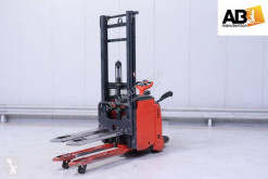 Linde stand-on stacker L 14 AP