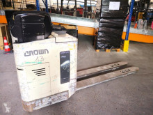 Crown low lift order picker RT3020