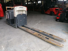 Crown low lift order picker GPC 3020