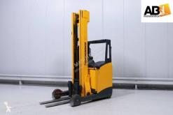 Truck med utdragbar gaffel Jungheinrich ETV320 begagnad
