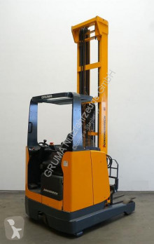 Vozík s výsuvným zdvihacím zařízením Jungheinrich ETV 216 použitý