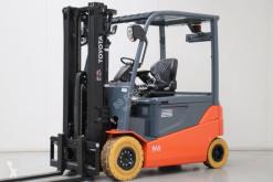 Toyota 8FBMT25 Forklift