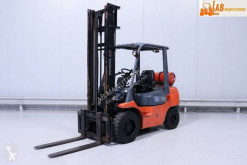 Toyota 02-07-FGF-30 used gas forklift