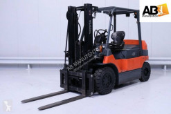 Toyota 7FBMF45 used electric forklift