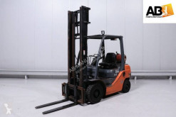 Toyota gas forklift 02-8FGF25