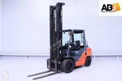 Toyota gas forklift 02-8FGF35