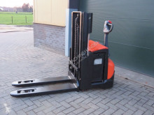 Tolóoszlopos emelőtargonca BT swe200d stapelaar elektrische használt gyalogkíséretű