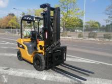 Caterpillar GP25N chariot à gaz occasion
