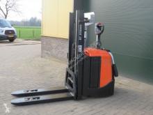 Gaffeltruck BT spe125l stapelaar elektrische met freelift bj 2012 med stående förare begagnad