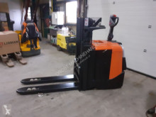 Gaffeltruck BT spe200d stapelaar elektrische zeer nettjes med stående förare begagnad