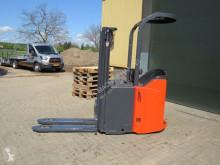 Linde l12 stapelaar elektrische met 3 delige mast maar 561 draaiuuren elektrický vozík použitý