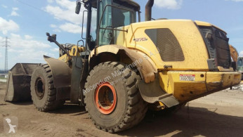 New Holland W 270 B incarcator pe roti second-hand