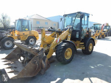 Caterpillar 907M incarcator pe roti second-hand
