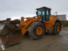 Hyundai wheel loader HL 975