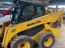 Mini-pá carregadora Komatsu SK820