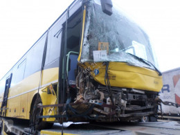 Autocar Iveco CROSSWAY transport scolaire accidenté