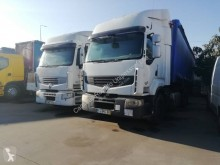 Renault Premium 450 DXI tractor unit damaged