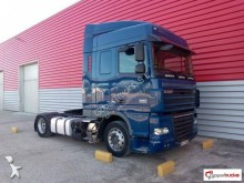 DAF low bed tractor unit XF105 460