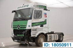 Cabeza tractora Mercedes Actros accidentada