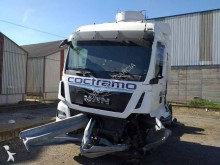 Cabeza tractora MAN TGX 18.440 XLX accidentada
