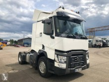 Renault Gamme T 520 tractor unit damaged