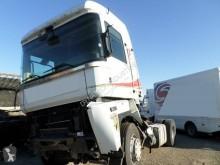 Tracteur Renault Magnum 520 DXI accidenté