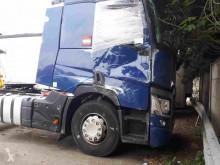 جرار Renault Gamme T 460 متعرضة لحادث