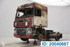 Cabeza tractora DAF XF105 accidentada