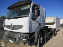 Renault Premium 370 tractor unit damaged