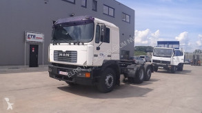 Cabeza tractora MAN 26.403 (MANUAL GEARBOX / 8 TIRES / / 6 CYLINDER ENGINE)