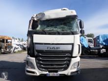 Tracteur DAF XF 460 accidenté