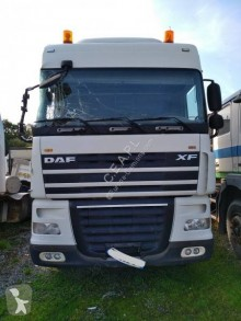 Cabeza tractora DAF XF105 510 accidentada