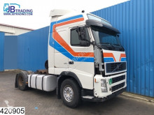 Volvo FH12 420 tractor unit damaged