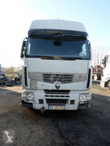 جرار Renault Premium 460 DXI متعرضة لحادث