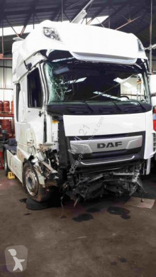 Tracteur DAF XF 530 accidenté