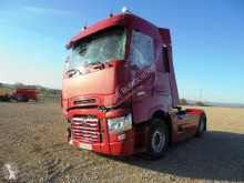 Renault Gamme T High 520 T4X2 E6 tractor unit damaged
