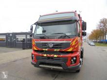 جرار Volvo FMX 450 متعرضة لحادث