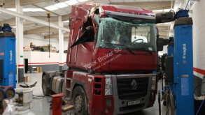 Влекач Renault Magnum 500 DXI катастрофирал