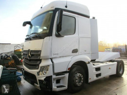 Cabeza tractora Mercedes Actros 1845 accidentada
