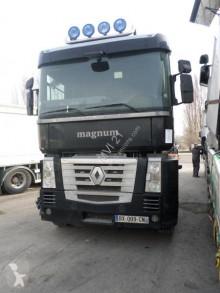 Cabeza tractora Renault Magnum 500 DXI accidentada