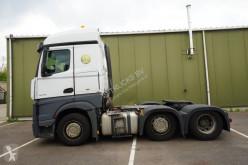 Cabeza tractora Mercedes Actros 2542 productos peligrosos / ADR accidentada