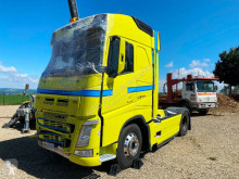 Tracteur Volvo FH 500 accidenté