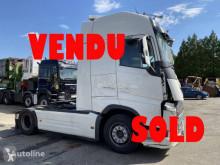 Cabeza tractora Volvo FH 500 Globetrotter accidentada