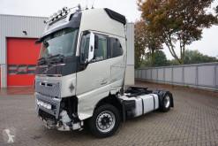 جرار Volvo FH16 متعرضة لحادث