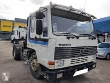 Voir les photos Tracteur Volvo FL10